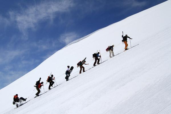 辰己博実君ニセコアンヌプリ山頂へ登る
